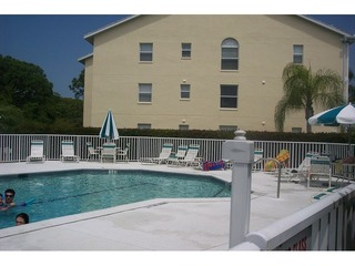 Naples Real Estate - Community BAY FOREST Photo 4