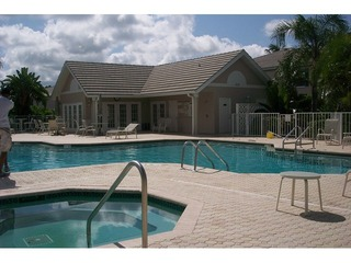Naples Real Estate - Community LAUREL OAKS AT PELICAN BAY Photo 2